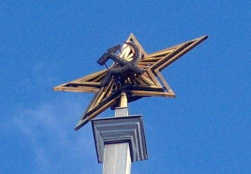 Звезда Спасской башни сейчас на шпиле Речного вокзала