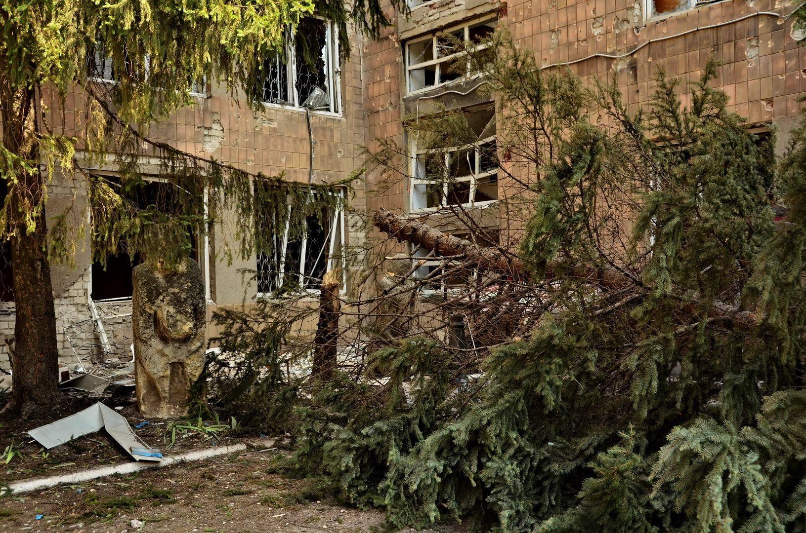 У краеведческого музея в Донецке
