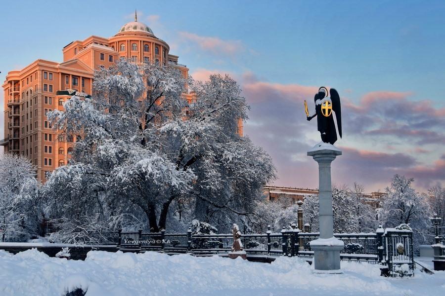 Архистратиг Михаил в Донецке после снегопада
