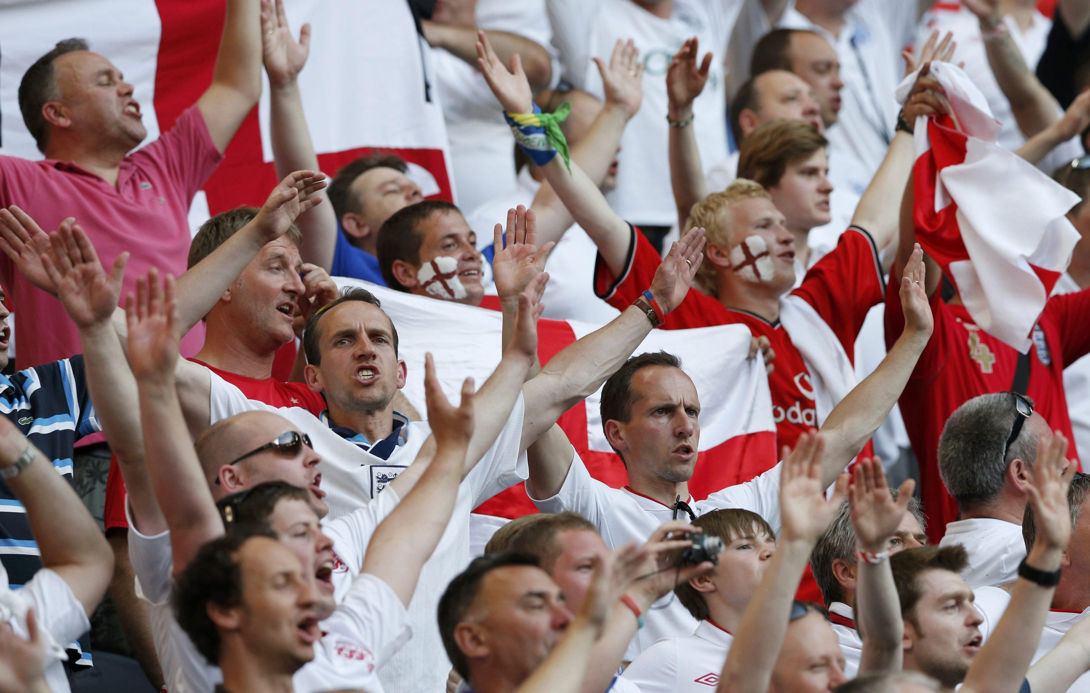 Английские фанаты на трибунах Донбасс Арены