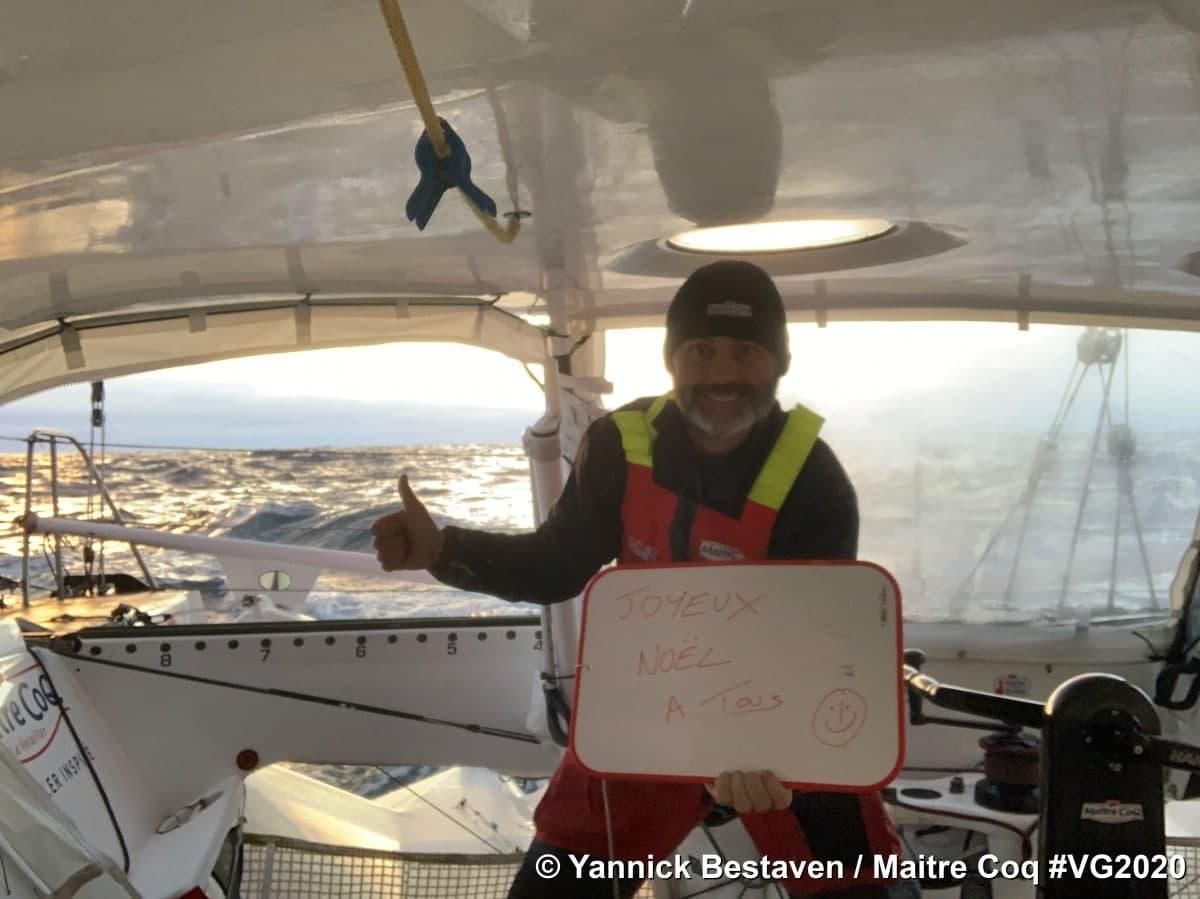 Пока ещё 48-летний шкипер Янник Беставен из Франции - лидер гонки Вандея Глоуб