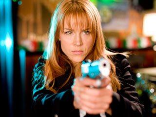 Джулия Бенц в роли агента из Святых