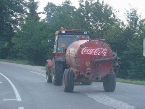 Кока кола и трактор