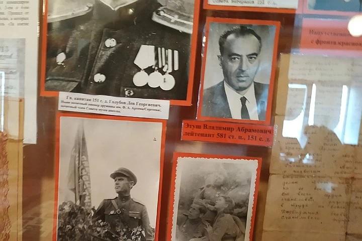 Владимир Этуш на фото из школьного музея в Моспино