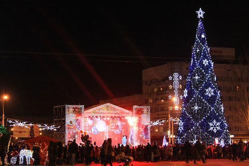 Как менялась ёлка в Донецке