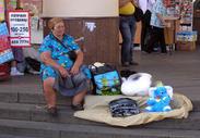 Бабушка у метро