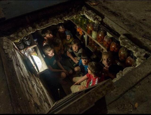 Дети Славянска в подвале Андреа Роккели