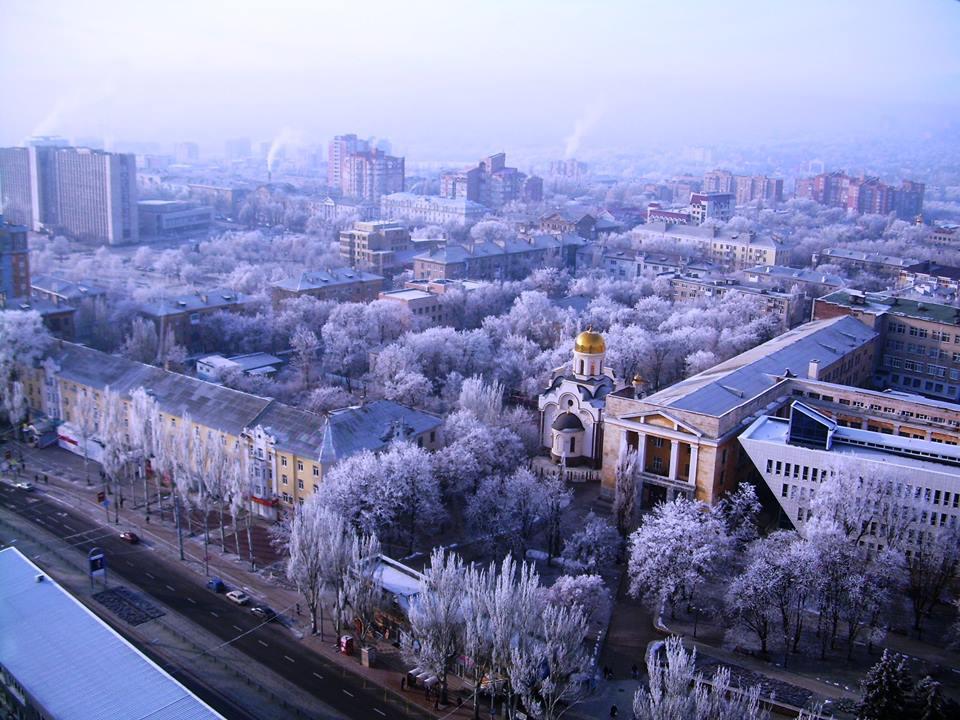 Чудесный вид на третий корпус ДонНТУ и на Донецк