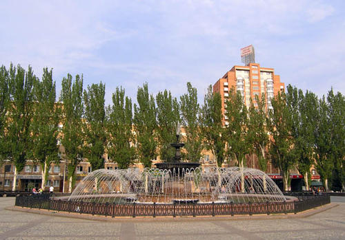 Фонтан на площади имени Ленина