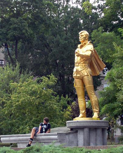Памятник Анатолию Соловьяненко