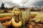 Странные скульптуры в Музыкальном парке