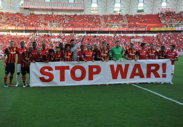 Футболисты Шахтёра против войны