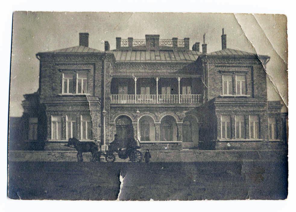 Дом Джона Юза около 1900 года