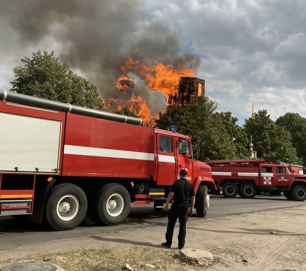 Как тушили пожар в деревянной церкви Лимана