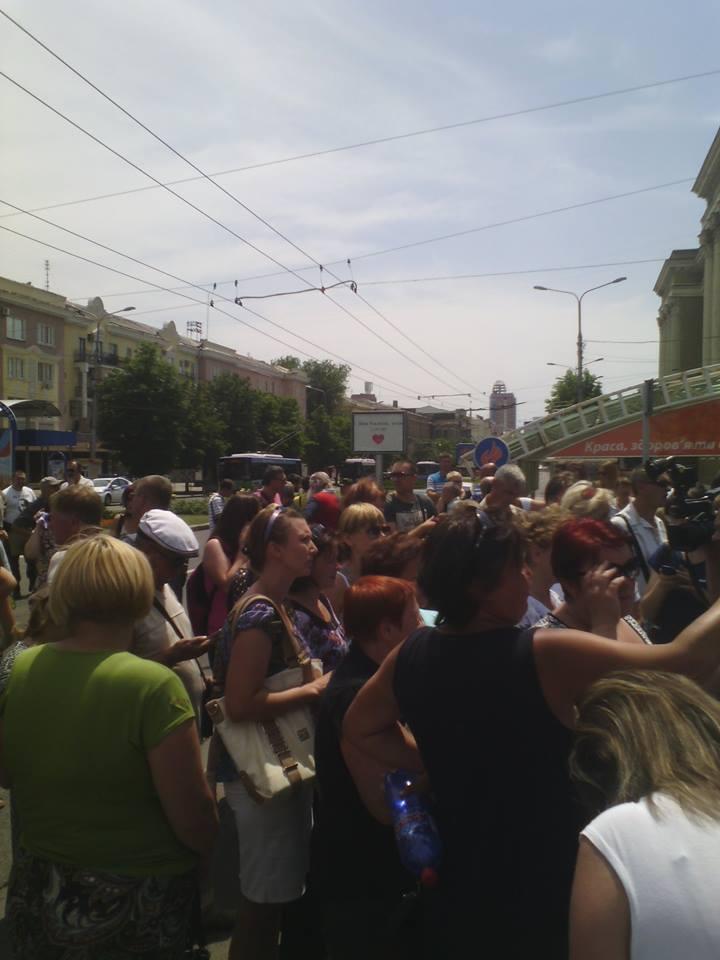 Жители Октябрьского на Октябрьской площади