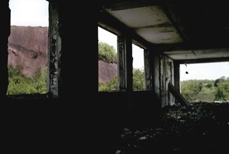Брошенная шахта на окраине Донецка