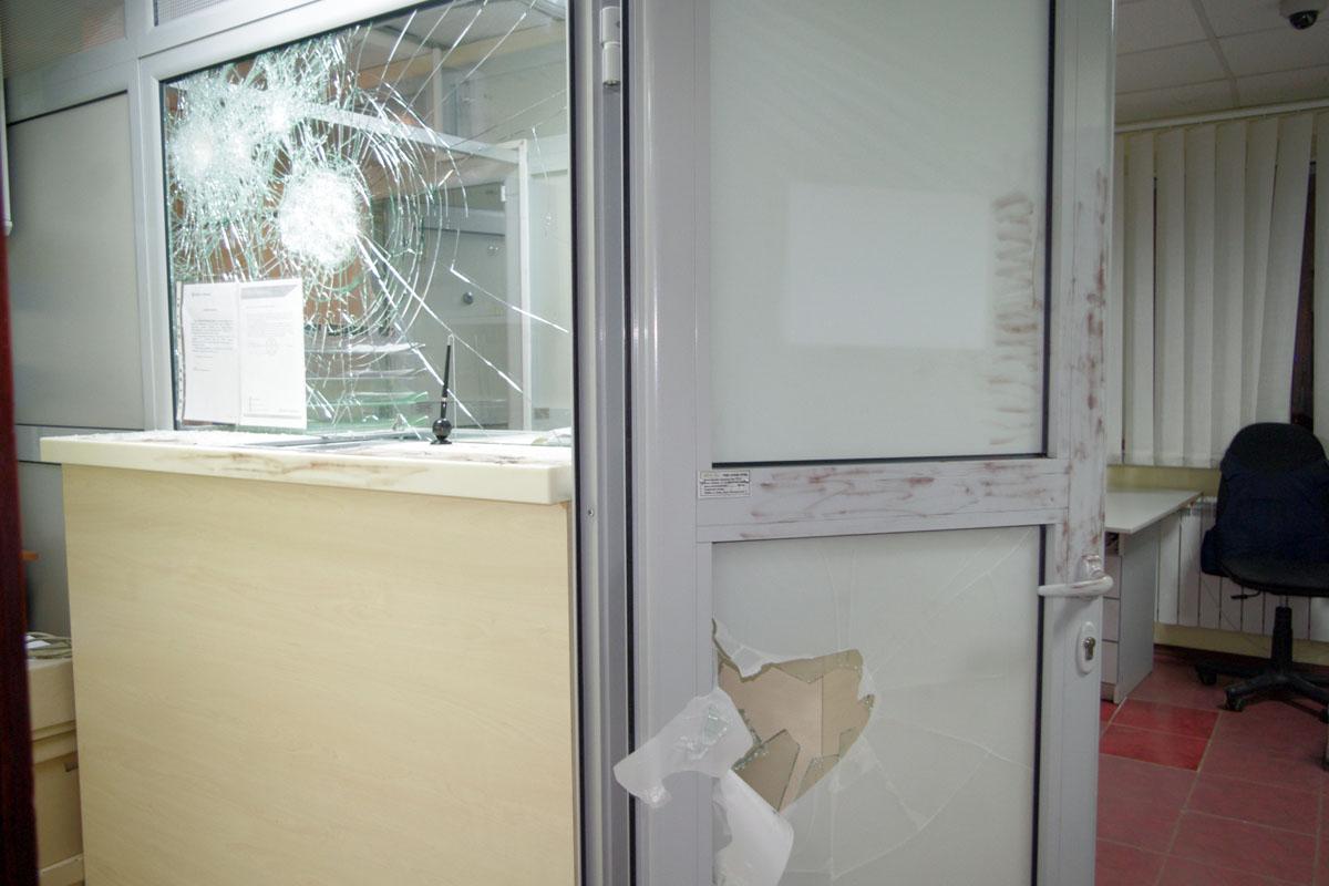 Крепкое стекло в банке Креди Агриколь