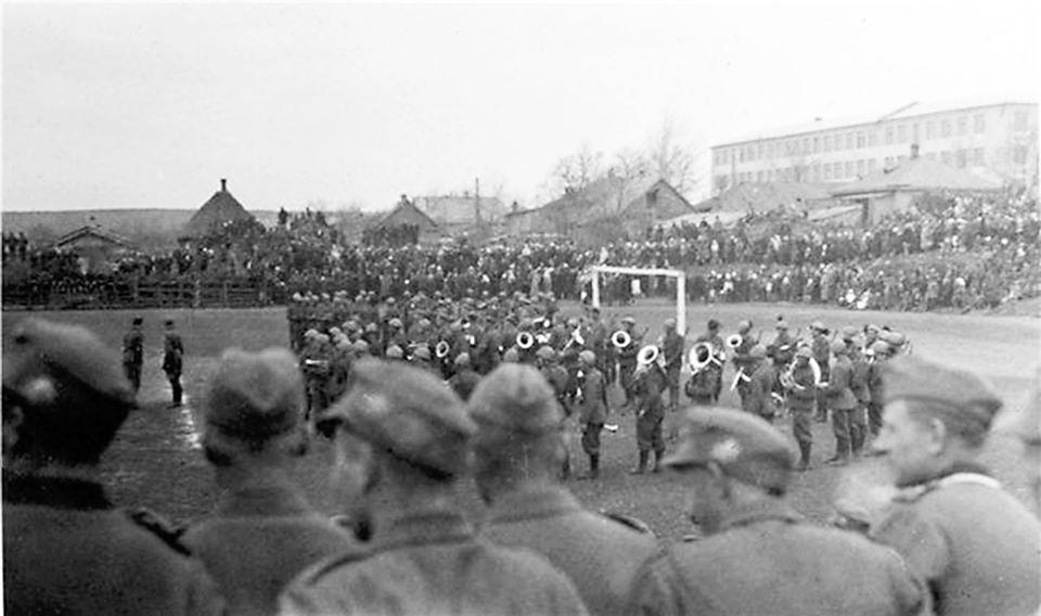 в Чистяково в день празднования Национального дня труда 1 мая 1942 года