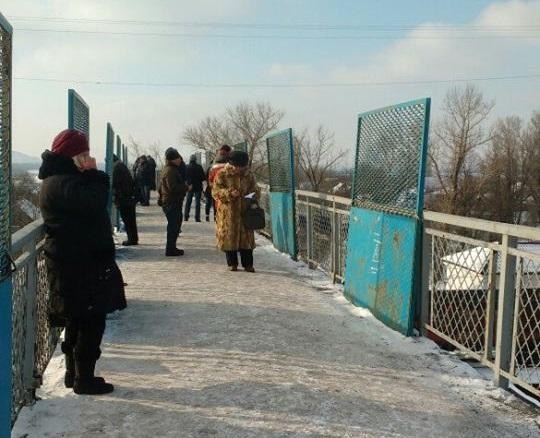 Пешеходный мост на станции Рутченково, где ловит Водафон